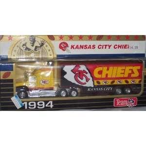 Kansas City Chiefs 1994 NFL 1/87 Diecast Tractor Trailer Ford
