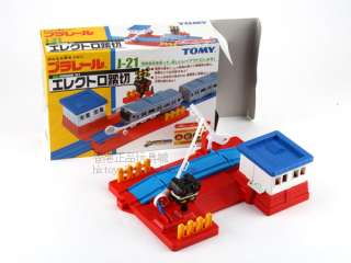 TOMY PLARAIL J 21 LARGE ROAD CROSSING W/ SOUND & LIGHT 113140