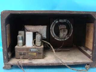 Silvertone Model 2411 Farm Set Tube Radio ART DECO Table Top Battery