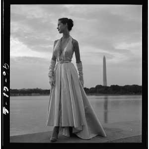 Fashion model pose,evening gown,Tidal Basin,T Frissell