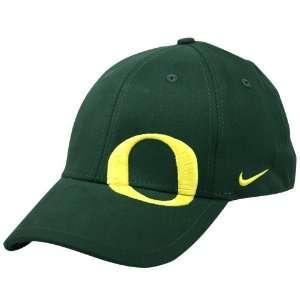 Nike Oregon Ducks Green On Point Swoosh Flex Fit Hat: