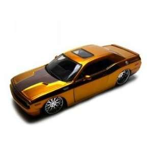 2008 Dodge Challenger Diecast Car Copper 1/24 Pro Rodz Toys & Games