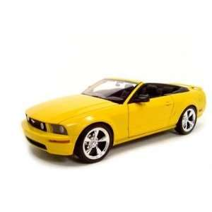 2005 FORD MUSTANG GT YELLOW 118 DIECAST MODEL Toys